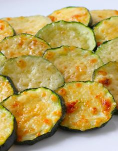 Baked Parmesan Zucchini Rounds I used the Green Container Parmesan and sprinkled with Crazy Jane Salt Roast Zucchini, How To Cook Zucchini, Roasted Zucchini Rounds, Parmesan Zucchini Bites, Zucchini Fritters, Vegetable Side Dishes, Vegetable Recipes, Antipasto, Yummy Snacks