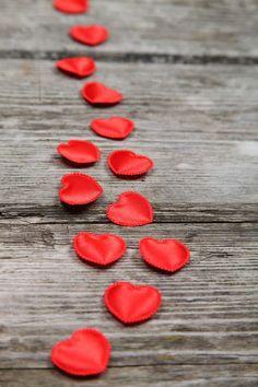 """Estar enamorado es """"Saludable"""" para nuestro organismo: La Ciencia confirma que el amor afecta directamente en el bienestar corporal de la persona.Genera cambios fisiológicos en nuestro organismo; producimos feniletilamina, liberamos enforfinas, se previene el envejecimiento prematuro y mejora nuestra autoestima y nuestra vitalidad. Enamorarse y ser infinito♥"""