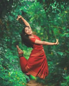 Image may contain: 1 person, outdoor Isadora Duncan, Indian Photoshoot, Indian Classical Dance, Dance Poses, Girl Photography Poses, Dance Pictures, Just Dance, Dance Dresses, Dance Outfits