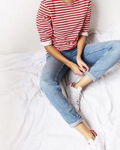 Streifenshirt kombinieren: Sportlich-leger mit Jeans und Sneakers