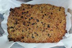 Πανεύκολη συνταγή για σπιτική γκρανόλα σε 20 λεπτά!   ediva.gr Banana Bread, Sweet, Desserts, Food, Candy, Tailgate Desserts, Deserts, Eten, Postres