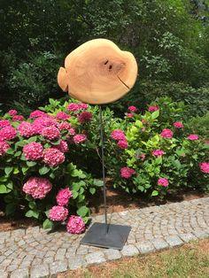 """""""Netho"""": Holz Skulptur aus Sumpfzypresse, geölt. Der Baum wächst in sumpfigen / nassen Gebieten. Daher ist die Skulptur gut für den Einsatz im Freien geeignet. Weitere Skulpturen aus Holz und Stein des Bildhauers aus Köln, z.T. vergoldet mit 24 Karat Blattgold sind auf meiner website zu sehen."""