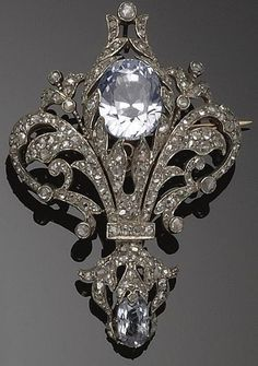 Diamond and aquamarine fleur de lis brooch, circa Victorian Jewelry, Antique Jewelry, Vintage Jewelry, Bijoux Art Nouveau, Art Nouveau Jewelry, Jewelry Accessories, Jewelry Design, Antique Brooches, Bling