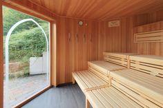 Entspannen und erholen Sie sich in der finnischen Sauna. Deck, Wellness, Sauna, Outdoor Decor, Home Decor, Homemade Home Decor, Front Porches, Decks, Decoration Home