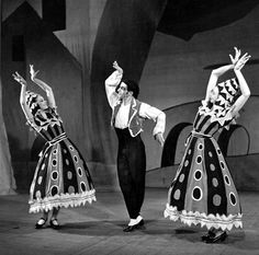 Three Cornered Hat, 1947. Leonide Massine (centre), Margot Fonteyn (right) composed by Manuel de Falla, Covent Garden, London, 1947. © Getty Images