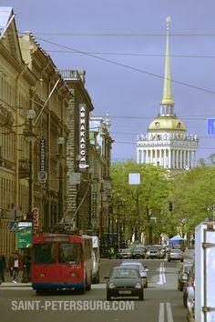 Trolleybus on Nevsky Prospekt near the Admiralty