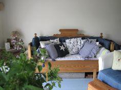 Pikkutalon elämää: Talonpoikaissohva Outdoor Sofa, Outdoor Furniture, Outdoor Decor, Home Decor, Decoration Home, Room Decor, Home Interior Design, Backyard Furniture, Lawn Furniture