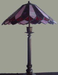 Lámpara de mesa tiffany Stained Glass Lamp Shades, Fairy Godmother, Stained Glass Patterns, Light Shades, Glass Ornaments, Glass Art, Diy And Crafts, House Design, Lights
