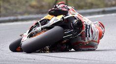LE SCAN SPORT - Marc Marquez, leader du championnat du monde de Moto GP, a réussi l'exploit d'incliner sa moto à 68 degrés en course. Sans tomber évidemment. Du jamais vu.