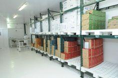 Agrupados em caixas, os produtos podem deixar a fábrica e chegar à casa dos consumidores. http://www.vitalatman.com.br/prensagem-a-frio/