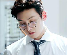 Awww that look😍 Suspicious Partner Kdrama, Lee Sun, Ji Chang Wook Smile, Dramas, Ji Chang Wook Photoshoot, Park Hae Jin, Drama Gif, Chines Drama, Korean Drama Best
