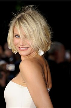 Hairstyles For Fine Hair - Sarah Jessica Parker - Page 12 Hair Beauty Galleries Marie Claire Click image for more. Bob Hairstyles For Fine Hair, Haircuts For Fine Hair, Best Short Haircuts, Hairstyles With Bangs, Cool Hairstyles, Hairstyle Ideas, Bob Haircuts, Style Hairstyle, Blonde Hairstyles