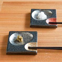 全国の作家が創る手作り手書きにこだわった陶器・和食器の通販です。自然の温かみが感じられ心癒される土のうつわ。使い込むほどに育つ素敵なうつわをご案内致します。 Pottery Plates, Ceramic Pottery, Ceramic Art, Japanese Ceramics, Japanese Pottery, Set Sushi, Sushi Plate, Pottery Handbuilding, Food Serving Trays
