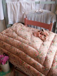 Vintage eiderdown from Lavender House Vintage #eiderdown#quilt#bedroom#boudoir#home#vintage#interiors#cottage