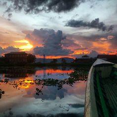 Atardeceres mágicos en el lago Inle. ¿Qué lugares recuerdas con un atardecer inolvidable? #myanmartrip #mochileros