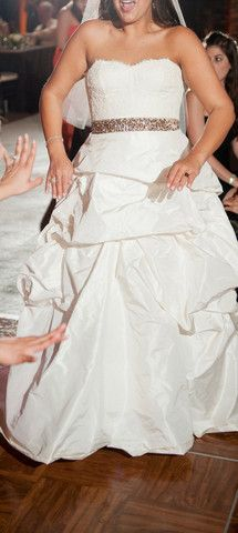 Monique Lhuillier Mystic Corset & Meringue Skirt for Nearly Newlywed #MoniqueLhuillier #Corset #Strapless #Wedding #Bridal