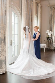 mom helps bride with wedding gown at Park Chateau Estate   Elegant summer wedding at Park Chateau Estate with ivory and pastel details photographed by New Jersey wedding photographer Idalia Photography. Planning a Park Chateau Estate wedding? Find inspiration here! #IdaliaPhotography #ParkChateauEstate #SummerWedding