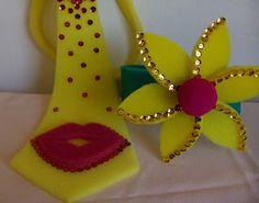 corbata y gorro goma espuma Crazy Hats, Diy And Crafts, Minnie Mouse, Colours, Costumes, Christmas Ornaments, Holiday Decor, Birthday, Wedding
