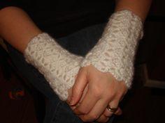 http://hodgepodgecrochet.wordpress.com FREE PATTERN: Wristers
