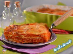 La parmigiana di zucca è un piatto completo e unico nel suo genere. E' una ricetta talmente semplice che mi vergogno anche a darvela, ma è davvero saporita.