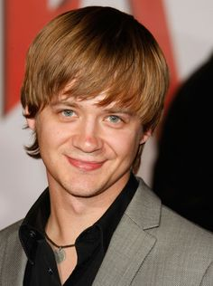 The Disney Star that played Hannah Montana's older brother is 35 years old. So Miley Cyrus has been hanging out with older men longer than we thought. Golden Age Of Hollywood, Classic Hollywood, Jason Earles, Fountain Of Youth, Hannah Montana, Disney Stars, Older Men, Miley Cyrus, Actors & Actresses