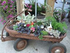Fairy garden in rusty wagon, perfect to do with your kids!