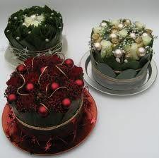 bloemstukken - Google zoeken Christmas Flowers, Christmas Decorations, Floral Cake, Flower Designs, Bouquets, Floral Design, Workshop, Xmas, Fruit