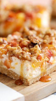 Cheesecake de Durazno - Pequeños bocaditos de Cheesecake, para darte toda la frescura que necesitas - Meringue Recept, Easy Desserts, Dessert Recipes, Peach Cheesecake, Comfort Food, Snacks, Quick Easy Meals, Cheesecakes, Food And Drink