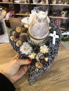 Heart Shapes, Floral Arrangements, Wreaths, Table Decorations, Grief, Rose Flower Arrangements, Flower Arrangements, Door Wreaths, Deco Mesh Wreaths