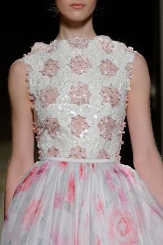 Georges Hobeika Spring 2013 Couture  Fonte: phe-nomenal  #fashion #pfw #parisfashionweek #spring 2013 couture