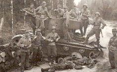III/JR2:n miehiä Ilmeen-Ojajärven tiellä elokuussa 1941. III-JR2 troops on the Ilmeen-Orajärven road, August 1941