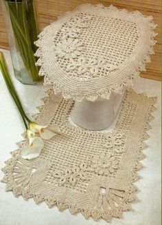 Definitely don't want a toilet cover, but the design is nice! Crochet Boarders, Crochet Flower Patterns, Crochet Squares, Crochet Stitches, Knit Crochet, Crochet Dollies, Crochet Home Decor, Crochet Projects, Diy And Crafts