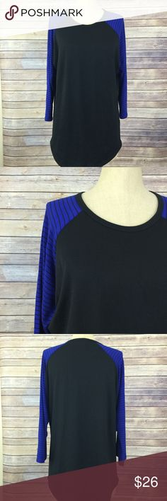 LulaRoe Randy tee XL black and cobalt blue stripe This LulaRoe Randy tee is an XL, can be worn by men or women! This one runs more true to size compared to lularoe's other tees.  It has very light wear, I wore a couple times and then washed per LulaRoe instructions. LuLaRoe Tops Tees - Long Sleeve