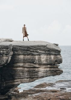Vogue-Australia-June-2017-Julia-Van-Os-by-Max-Papendieck-10.jpg