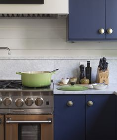 Cabinet Knobs and Pulls Hardware Makeover | A total kitchen makeover doesn't have to be expensive. Changing the hardware can easily update the space at a fraction of the cost to nearly any style. Here are some of our favorite examples for inspiration.