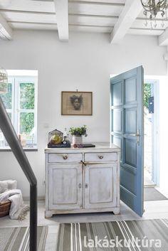 200 éves álom: nyaralóház a Balatonnál - Lakáskultúra magazin Lake Cottage, Ale, Sweet Home, Doors, Cabinet, Storage, Interior, House, Furniture
