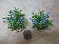 """Set of 2 Miniature dollhouse front gardens 4 1//2/""""w with matching wreath 2/"""""""
