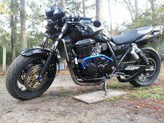 Kawasaki Motorcycles, Godzilla, Yamaha, Honda, Racing, Bike Ideas, Armors, Helmets, Vehicles