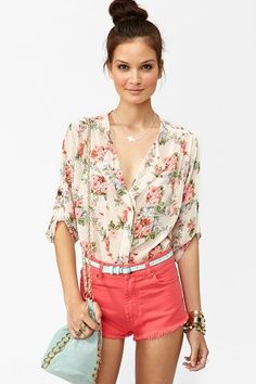 love these coral shorts with that flower shirt