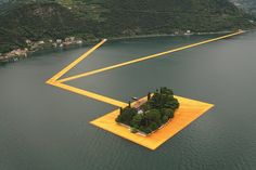 CAMMINARE SULL'ACQUA. LA FLOATING PIERS DI CHRISTO