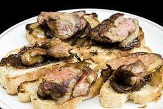 Sauteed chicken liver with caramelized onions and - Best Liver Detox Cleanse Pate Recipes, Onion Recipes, Chicken Recipes, Best Liver Detox, Liver Detox Cleanse, Chicken Liver Pate, Chicken Livers, Liver And Onions, Bruschetta Recipe