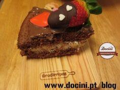 Bolo Amoroso – Bolo de Chocolate com Recheio de Mascarpone e Morangos