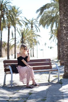 Outfit: Lace Midi Skirt X Off Shoulder Shirt | Mallorca - Sariety