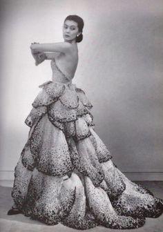 Dior para um editorial de 1951.