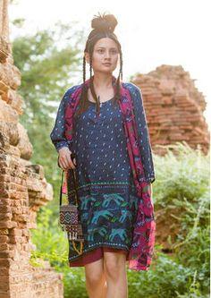 """#Myanmar mit #gudrunsjödén - Durch die Inspiration des Landes hat Gudrun die Tunika """"Tiger"""" aus Leinen/Baumwolle mit kleinen Raubkatzen bestickt. http://www.gudrunsjoeden.de/mode/produkte/blusen-tuniken"""