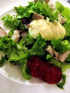 Soppakellari: Täydellisyyttä hipova Caesar-kastike Appetizer Salads, Appetizers, I Love Food, Good Food, Salad Bar, Brunch, Healthy Recipes, Meat, Chicken