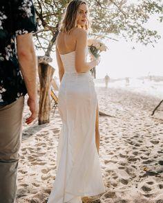 #beachweddingcostarica #theweddingdesignercr #costaricaweddingplanner #guanacasteweddings  Foto por: @rawshoots