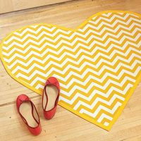 From the Heart Create a quirky heart-shaped rug to decorate your living room or dorm room. Diy Projects For Kids, Sewing Projects, Coral Living Rooms, Chevron Rugs, Teal Coral, Little Bit Of Love, Sewing Baskets, Dorm Life, College Life