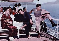 朝吉と清次は四国からの帰りの船中、清次そっくりな男・三郎に出会った。目の前でイカサマ賭博をはじめた三郎に清次は激怒。「かわいそうな妹のためや」と泣いて謝る三郎に、朝吉はつい侠気を出す・・・。   前作「悪名市場」のラスト・シーンから続いて始まる驚きのシリーズ第7作。