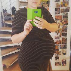 Heutiger #dickbauchdienstag. Langsam verabschiede ich mich von meinem Bauch ja sogar von einem ganzen Lebensabschnitt auf dem Blog (link ist oben). Seltsam wie schnell die Zeit vergangen ist. #meandi #mamablogger_de #pregnant #blogger_de #germanblogger #pregnantblogger #40weeks #40ssw